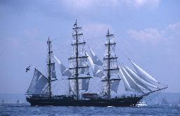 clipper-Stad-Amsterdam-Brest-2000-tall-ship-festival-Brittany-France-1-BG
